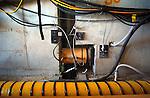 Bouw > Gww > Kunstwerken.27-06-2005 In Zevenhuizen duwt Heijmans Beton- en Waterbouw op een opmerkelijke manier een betonnen fietstunnel onder de snelweg A12 door: met de rupsmethode. Terwijl de betonelementen op traditionele manier met hulp van vijzels op een langsliggende rails onder de snelweg worden geduwd, moet het kunstwerk zich eenmaal onder de snelweg voortbewegen met tussenliggende vijzels die de betonmoten optrekken en voortduwen..© Ton Borsboom.steekwoorden: bouw gww innovatief snelweg tunnel rijkswaterstaat rws overheid recratie fietsen techniek ZEVENHUIZEN - In Zevenhuizen duwt Heijmans Beton- en Waterbouw op een opmerkelijke manier een betonnen fietstunnel onder de snelweg A12 door: met de rupsmethode. Terwijl de betonelementen op traditionele manier met hulp van vijzels op een langsliggende rails onder de snelweg worden geduwd, moet het kunstwerk zich eenmaal onder de snelweg voortbewegen met tussenliggende vijzels die de betonmoten optrekken en voortduwen. COPYRIGHT TON BORSBOOM