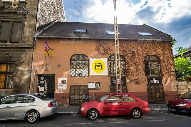 UNGARN, 29.06.2017, Budapest - VIII. Bezirk. Der Fidesz-Bezirksrat hat dem alternativen Kulturzentrum Aurora in der Josefstadt den Kampf angesagt. Hier arbeitet eine Vielzahl oppositioneller Nichtregierungsorganisationen, die der Regierung ein Dorn im Auge sind und hinter denen allein das Feindbild George Soros mit seiner offenen Gesellschaft gesehen wird. -Nach dem Entzug der Schankerlaubnis am Vortag herrscht gedrueckte Stimmung, das finanzielle Ueberleben ist in Gefahr. | The Fidesz Josephtown district government has declared war on the Aurora alternative cultural centre. It provides space for quite a range of oppositional NGOs massively disliked by the government and discredited as servants of George Soros and his dreaded idea of an Open Society. -After the withdrawal of the pub licence the day before spirits are low, the centre's financial survival is in danger. <br /> &copy; Martin Fejer/estost.net