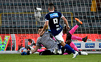 BOGOTÁ - COLOMBIA, 22-07-2018: Gabriel Hauche (Der.), jugador de Millonarios, anota gol a Sergio Avellaneda (Izq.), guardavallas de Boyacá Chicó F. C., durante partido de la fecha 1 entre Millonarios y Boyacá Chicó F. C., por la Liga Aguila II-2018, jugado en el estadio Nemesio Camacho El Campin de la ciudad de Bogota. / Gabriel Hauche (R) player of Millonarios scored a goal to Sergio Avellaneda (L), goalkeeper of Boyaca Chico F. C., during a match of the 1st date between Millonarios and Boyaca Chico F. C., for the Liga Aguila II-2018 played at the Nemesio Camacho El Campin Stadium in Bogota city, Photo: VizzorImage / Luis Ramirez / Staff.