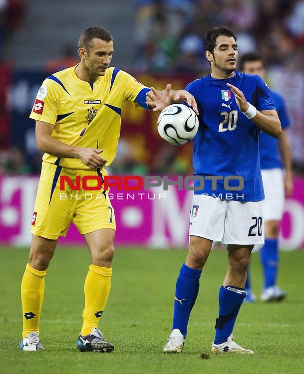 FIFA WM 2006 -  Viertelfinale <br /> Play    #58 (30-Jun) - Italien - Ukraine<br /> <br /> Andriy SHEVCHENKO  og Simone PERROTTA.<br /> <br /> Foto &copy; nordphoto