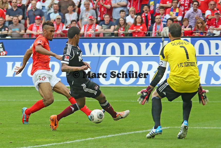 Eric Maxim Coupo Moting (Mainz) gegen Martin Angha (Nürnberg) - 1. FSV Mainz 05 vs. 1. FC Nürnberg, Coface Arena,