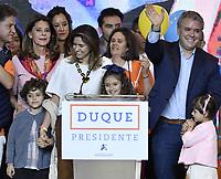 BOGOTA - COLOMBIA, 27-05-2018: Ivan Duque, candidato presidencial por le partido Centro Democrático acompañado de su esposa Maria Juliana Ruiz, y sus tres hijos: Luciana, Matías y Eloisa durante su alocución después de salir ganador en la jornada electoral hoy, 27 de mayo de 2018. Las elecciones presidenciales de Colombia de 2018 se celebrarán el domingo 27 de mayo de 2018. El candidato ganador gobernará por un periodo máximo de 4 años fijado entre el 7 de agosto de 2018 y el 7 de agosto de 2022. / Ivan Duque, presidential candidate for the Centro Democratico party, and his wife Maria Juliana Ruiz, and his three children: Luciana, Matías and Eloisaduring his speech after winning on election day today, May 27, 2018. Colombia's 2018 presidential election will be held on Sunday, May 27, 2018. The winning candidate will govern for a maximum period of 4 years fixed between August 7, 2018 and August 7, 2022.. Photo: VizzorImage / Gabriel Aponte / Staff