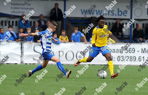 2013-09-22 / Voetbal / seizoen 2013-2014 / Merksem - Tienen / Florin Grancea met Enoch Oteng (r. Merksem)<br /><br />Foto: Mpics.be