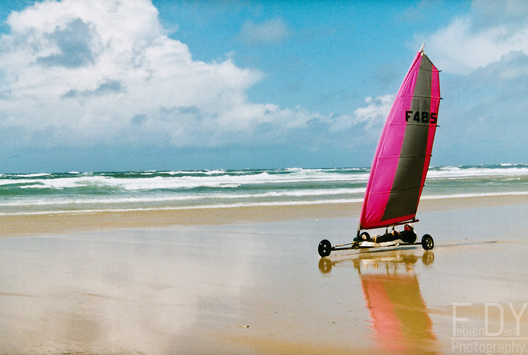 Speed sail on a french beach