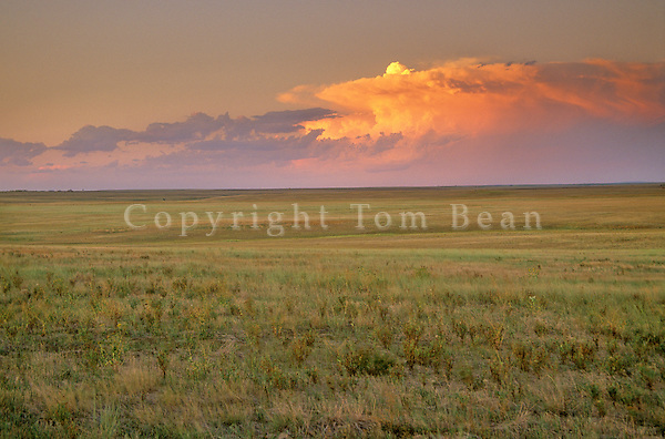 Thunderstorm over Great Plains prairie at Fort Pierre National Grassland, South Dakota, AGPix_0358.