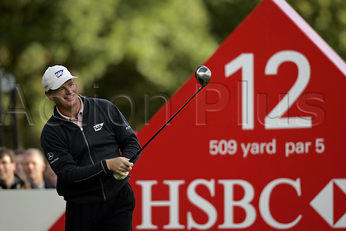 17 October 2004: South African golfer ERNIE ELS (RSA) looks into the distance after playing a driver from the 12th tee during the final of the HSBC World Matchplay Championships played at Wentworth, Surrey. Els beat Lee Westwood 2 and 1 in the final. Els has now won the title a record six times. Photo: Glyn Kirk/Action Plus...041017 golf  player sponsorship