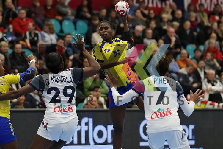 Kolding (DK), 10.12.15, Sport, Handball, 22th Women's Handball World Championship, Vorrunde, Gruppe C, Frankreich-DR Kongo :  Simone Thiero (DR Kongo, #91)<br /> <br /> Foto &copy; PIX-Sportfotos *** Foto ist honorarpflichtig! *** Auf Anfrage in hoeherer Qualitaet/Aufloesung. Belegexemplar erbeten. Veroeffentlichung ausschliesslich fuer journalistisch-publizistische Zwecke. For editorial use only.