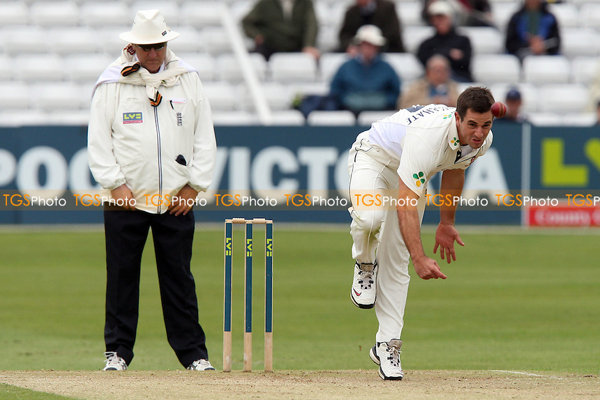 Ryan ten Doeschate bowls for Essex - Essex CCC vs Kent CCC - LV County Championship Division Two at the Ford County Ground, Chelmsford, Essex -  30/04/09 - MANDATORY CREDIT: Gavin Ellis/TGSPHOTO - Self billing applies where appropriate - Tel: 0845 094 6026