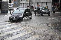 ATENÇÃO EDITOR: FOTO EMBARGADA PARA VEÍCULOS INTERNACIONAIS SÃO PAULO,SP,06 DEZEMBRO 2012 - CHUVA ZONA LESTE - A forte chuva que caiu na tarde de hoje dixou a rua José Zappi na Vila Prudente com ponto de alagamento transitavel.FOTO ALE VIANNA - BRAZIL PHOTO PRESS.