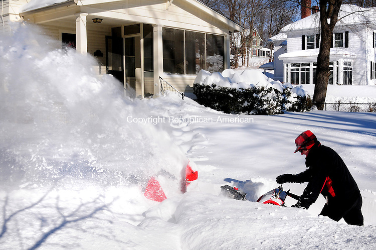 WINSTED CT, 09 FEB 13-020913AJ01- Dave Powell clears snow from his Wetmore Avenue driveway in Winsted Saturday afternoon.    Alec Johnson/ Republican-American