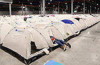 Nederland Utrecht 2016 05 26. Campus Party Europe in de Jaarbeurs. Technology Beurs. Bezoekers kunnen overnachten op de Camping in de Jaarbeurs. <br /> Nederland Utrecht 2016 05 26. Campus Party Europe is the greatest technological experience of the world which brings together young geeks &amp; aspiring entrepreneurs in a festival of innovation, creativity, science, digital entertainment &amp; entrepreneurship. Camping Area. Foto Berlinda van Dam / Hollandse Hoogte
