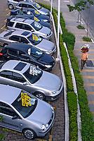 Loja de revenda de automóveis Honda. São Paulo. 2007. Foto de Juca Martins.