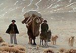 Herders en route to wintering grounds, Pamir Plaateau, China<br />