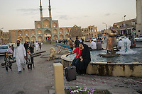June 22, 2014 - Yazd (Iran). Locals gathered in front of the Amir Chakhmagh in Yazd. © Thomas Cristofoletti / Ruom