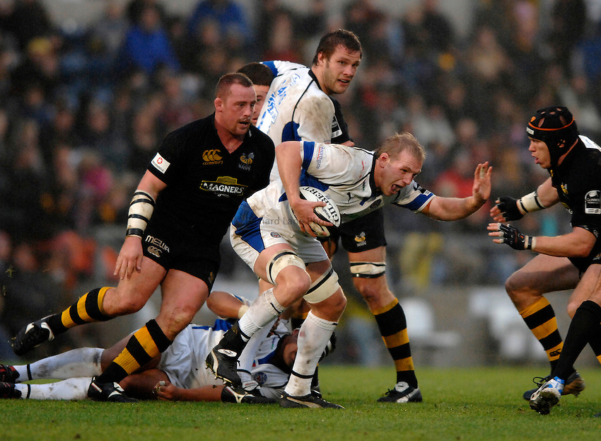 Photo: Richard Lane..London Wasps v Bath Rugby. Guinness Premiership. 12/11/2006. .Bath's James Scaysbrook attacks.