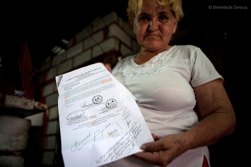 8 July 2009 - Tegucigalpa, Honduras  Bertha Lydia Rodriguez Paz, local coordinator for the Liberal Party of Honduras and supporter of ousted Honduran President Manuel Zelaya at her home,  shows a paper with the signature of ousted president Zelaya. Photo credit: Benedicte Desrus