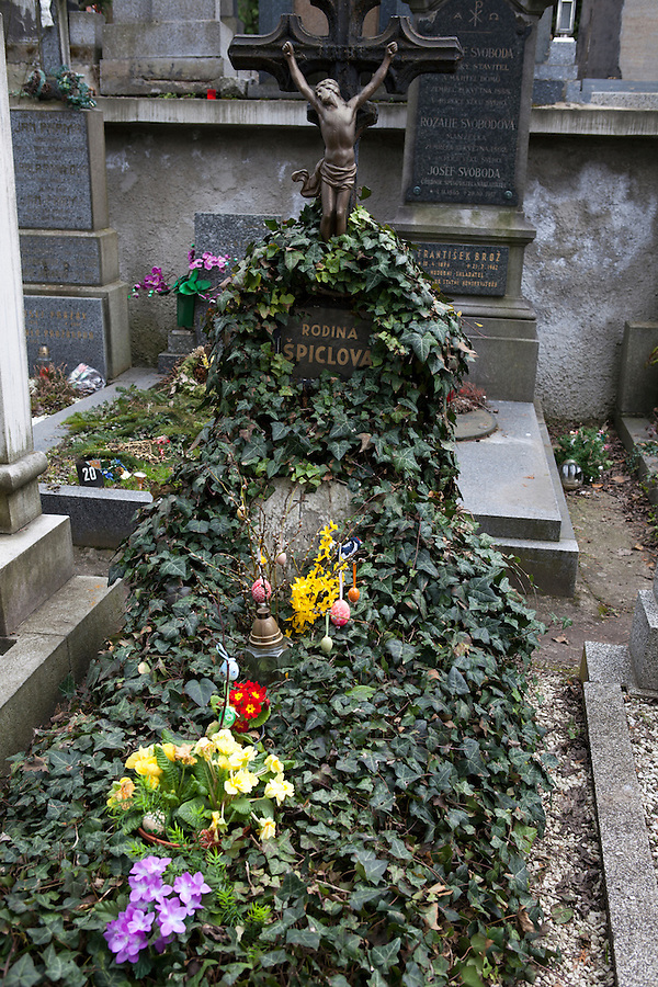 """A grave covered in ivy and flowers in Vysehrad Cemetery in Vysehrad or the """"Castle on the heights,"""" an area of Prague that includes a large fortress and park, Czech Republic, Europe"""