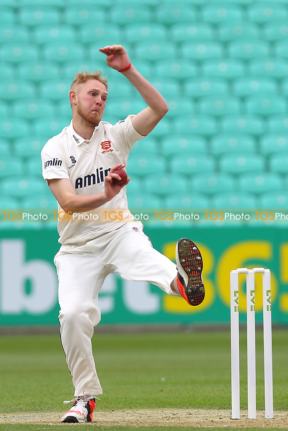 Jamie Porter in bowling action for Essex - Surrey CCC vs Essex CCC - LV County Championship Division Two Cricket at the Kia Oval, Kennington, London - 26/04/15 - MANDATORY CREDIT: Gavin Ellis/TGSPHOTO - Self billing applies where appropriate - contact@tgsphoto.co.uk - NO UNPAID USE