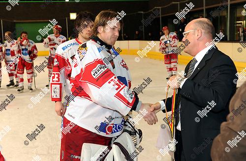 2011-02-05 / ijshockey / seizoen 2010-2011 / Finale Beker van België 2011 / Teleurstelling bij  Kevin Van Looveren (Herentals)..Foto: mpics
