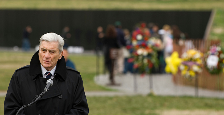 Sen. John Warner, R-Va., speaks during the ceremony marking the 25th Anniversary of the Groundbreaking of the Vietnam Veterans Memorial in Washington on March 26, 2007.