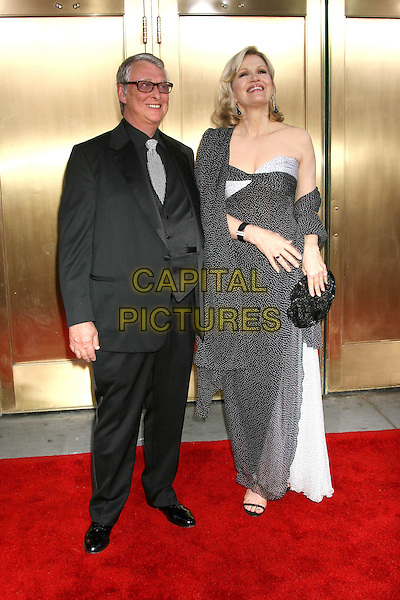 MICHAEL NICHOLS & DIANE SAWYER.Attends the 59th Annual Tony Awards - Red Carpet.Radio City Music Hall in New York City, USA,.June 5th 2005..full length .Ref: IW.www.capitalpictures.com.sales@capitalpictures.com.©Ian Wilson/Capital Pictures.