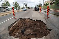 Diversos hundimientos  y destrozos dejo  el fenómeno tropical Newton la noche y madrugada de hoy en la capital de Sonora. En la imagen hundimiento de bulevar Garcia Morales.   <br /> FotoLuisGutierrez/NortePhoto
