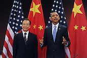 United States President Barack Obama, right, and Premier of China Wen Jiabao, left, deliver remarks during their bilateral meeting at UN headquarters in New York, New York, USA, Thursday, 23 September 2010.  The meeting between President Obama and Premier Wen takes place on the sidelines of the 65th session of UN General Assembly (UNGA).   .Credit: Michael Reynolds - Pool via CNP