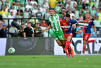 MEDELLÍN-COLOMBIA, 25-08-2019: Daniel Muñoz de Atlético Nacional y Adrián Arregui de Deportivo Independiente Medellín disputan el balón, durante partido de la fecha 8 entre Atlético Nacional y Deportivo Independiente Medellín, por la Liga Águila II 2019, jugado en el estadio Atanasio Girardot de la ciudad de Medellín. / Daniel Muñoz of Atletico Nacional and Adrian Arregui of Deportivo Independiente Medellin figth for the ball, during a match of the 8th date between Atletico Nacional and Deportivo Independiente Medellin, for the Aguila Leguaje II 2019 played at the Atanasio Girardot Stadium in Medellin city. / Photo: VizzorImage / León Monsalve / Cont.