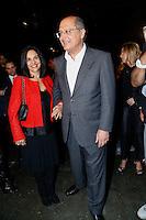 SAO PAULO, SP, 18 DE MARÇO DE 2013. SAO PAULO FASHION WEEK - PRIMAVERA/VERAO 2014 - CAVALERA - O governador de São Paulo, Geraldo Alckmin, chega ao Pavilhão da Bienal acompanhado da primeira dama, Lu Alckmin, para assistir o desfile da marca Cavalera que fecha o primeiro dia de desfiles da São Paulo Fashion Week - verão 2014.  FOTO ADRIANA SPACA/BRAZIL PHOTO PRESS