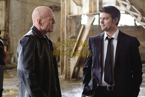 BRUCE WILLIS & KARL URBAN.in Red.*Filmstill - Editorial Use Only*.CAP/PLF.Supplied by Capital Pictures.