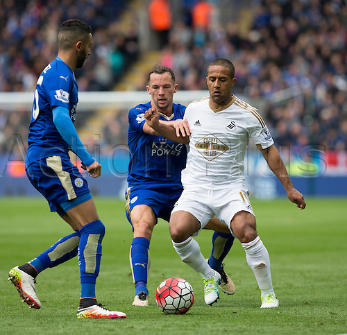 24.04.2016. King Power Stadium, Leicester, England. Barclays Premier League. Leicester versus Swansea.  Swansea City midfielder Wayne Routledge holds off Leicester City midfielder Danny Drinkwater to keep possession of the ball.