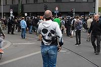 """Auf und rund um den Rosa-Luxemburg-Platz in Berlin-Mitte haben am Samstag den 25. April 2020 mehrere hundert Menschen gegen die Einschraenkungen im Zuge der Massnahmen zur Eindaeemung der Covid-19-Pandemie protestiert. Rechtsextremisten, Hooligans, Antisemiten, Verschwoerungstheoretiker und AfD-Politiker hatten zu einer sogenannten """"Hygiene-Demo"""" versammelt. Vereinzelt protestierten Menschen am Rande gegen diese Demonstration.<br /> Die Polizei war mit mehreren hundert Beamten im Einsatz und nahm mehr als 100 Personen fest.<br /> Im Bild: Ein Demonstrant im Hooligan-Style filmt die Demonstrantion.<br /> 25.4.2020, Berlin<br /> Copyright: Christian-Ditsch.de<br /> [NUR FUER REDAKTIONELLE ZWECKE! Werbung nur auf Anfrage beim Fotografen. Inhaltsveraendernde Manipulation des Fotos nur nach ausdruecklicher Genehmigung des Fotografen. Vereinbarungen ueber Abtretung von Persoenlichkeitsrechten/Model Release der abgebildeten Person/Personen liegen nicht vor. NO MODEL RELEASE! Don't publish without copyright Christian-Ditsch.de, Veroeffentlichung nur mit Fotografennennung, sowie gegen Honorar, MwSt. und Beleg. Konto: I N G - D i B a, IBAN DE58500105175400192269, BIC INGDDEFFXXX, Kontakt: post@christian-ditsch.de<br /> Bei der Bearbeitung der Dateiinformationen darf die Urheberkennzeichnung in den EXIF- und  IPTC-Daten nicht entfernt werden, diese sind in digitalen Medien nach §95c UrhG rechtlich geschuetzt. Der Urhebervermerk wird gemaess §13 UrhG verlangt.]"""
