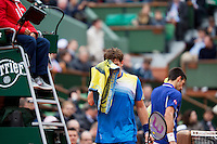 30-05-13, Tennis, France, Paris, Roland Garros,  Novak Djokovic and  Guido Fella(foreground) during changeover