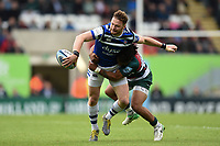Max Wright of Bath Rugby looks to offload the ball after being tackled by Kyle Eastmond of Leicester Tigers. Gallagher Premiership match, between Leicester Tigers and Bath Rugby on May 18, 2019 at Welford Road in Leicester, England. Photo by: Patrick Khachfe / Onside Images