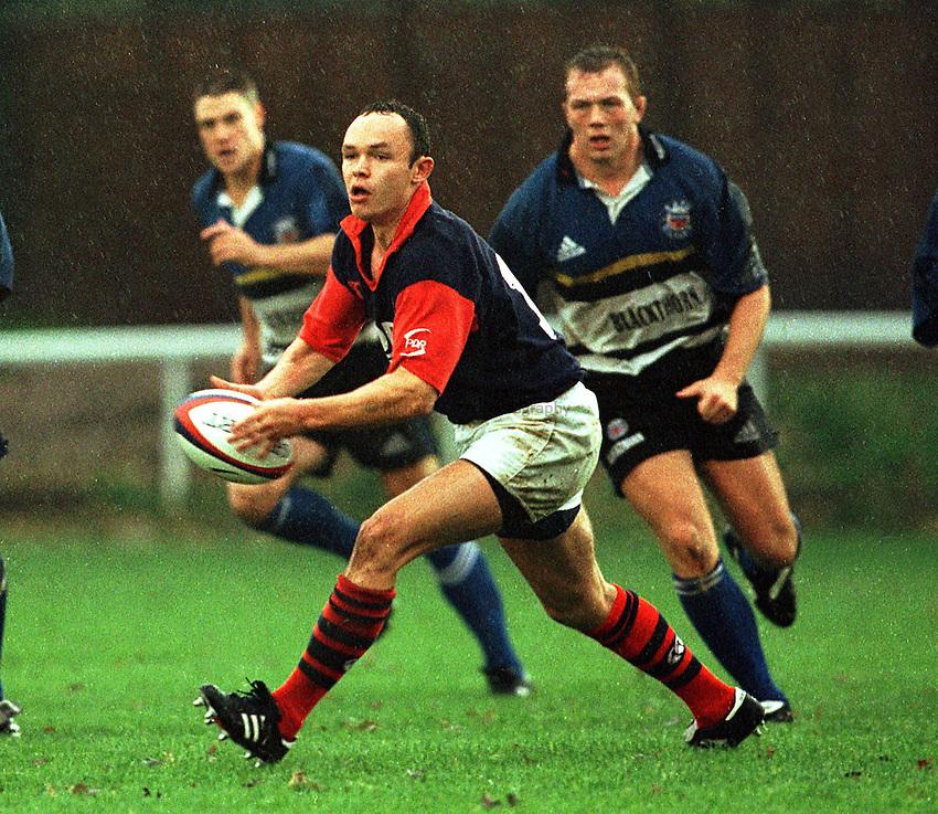 Photo: Ken Brown.31.10.98  London Scottish v Bath.Simon Binns