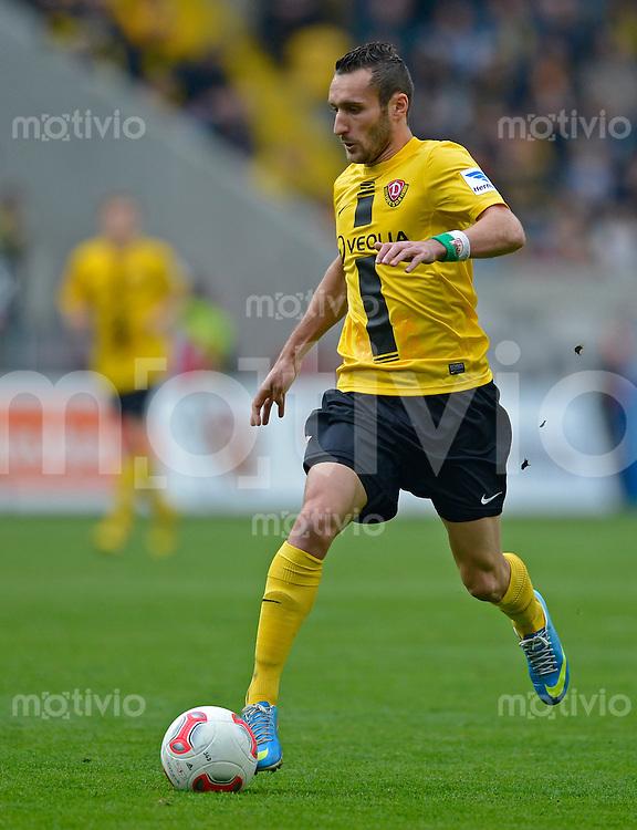 Fussball, 2. Bundesliga, Saison 2012/13, SG Dynamo Dresden - SC Paderborn, Freitag (03.05.13),  Dresdens Idir Ouali am Ball.