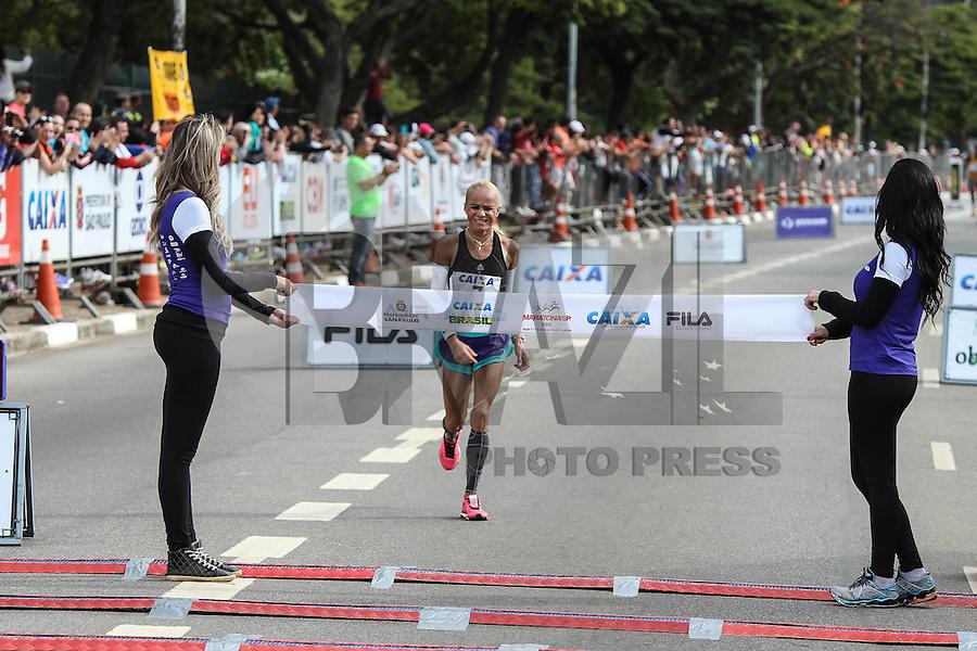 SAO PAULO, SP, 17.05.2015 - MARATONA-SP - Graciete Moreira Carneiro Santana quarta colocada na prova feminina XXI Maratona Internacional de São Paulo, na manhã deste domingo dia 17,  com largada iniciada no Obelisco do Parque do Ibirapuera. (Foto Amauri Nehn/Brazil Photo Press)