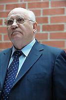 Mikhail Gorbachev Visits Reagan's Alma Matter, Eureka College (USA)