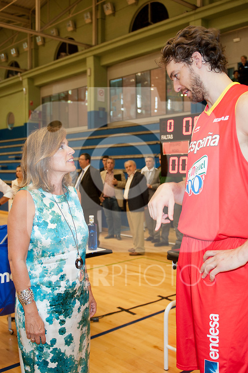 Lady Mayor of Madrid Ana Botella with the player of the Spanish Basketball Team Pau Gasol