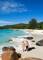 Seychelles, Island Praslin, Anse Lazio: Praslin's most beautiful beach - couple<br />