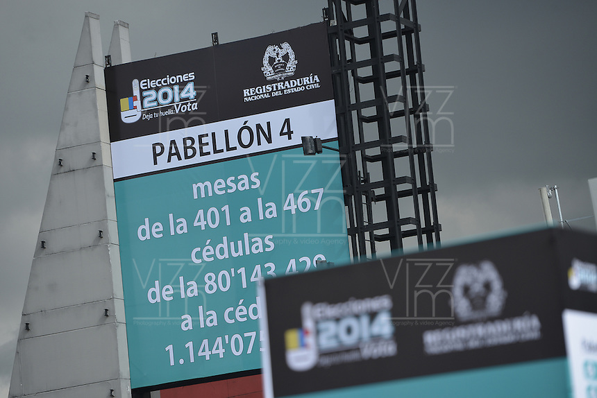 BOGOTÁ -COLOMBIA. 14-06-2014. Aspecto de los preparativos en el puesto de votación Corferias Bogotá para la segunda vuelta de la elección de Presidente y vicepresidente de Colombia que se realizarán el 15 de junio de 2014 en todo el país./ Aspect of the of the preparations in designate  voting place Corferias Bogota to the second round of the election of President and vice President of Colombia that will be held on June 15, 2014 across the country. Photo: VizzorImage/ Gabriel Aponte / Staff