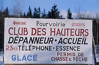 Amérique/Amérique du Nord/Canada/Quebec/Charlevoix : Panneau d'une pourvoirie restaurant-gîte dans le parc régional des Hautes Gorges