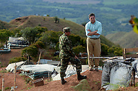 EL FILON-CAUCA -COLOMBIA. El ministro de Defensa Nacional, Juan Carlos Pinzon, visito hoy Miranda (Cauca), donde terroristas de las Farc asesinaron la noche del miercoles a una nina de 2 anos con explosivos. El alto funcionario hablo con la comunidad y posteriormente visito el sitio El Filon, donde vive la familia de la nina, y hablo con la comunidad y los soldados que cuidan a la poblacion.<br /> . Photo: VizzorImage / Mauricio Orjuela Castano / Ministerio de Defensa Nacional