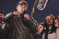 SÃO PAULO,SP, 10.06.2016 - PROTESTO-SP - Vagner Farias presidente da Central Unica dos Trabalhadores durante ato  ligados à diversos movimentos sociais, culturais e centrais sindicais participam do ato 'Fora Temer, Não ao Golpe, Nenhum Direito a Menos!', na Avenida Paulista, centro de São Paulo, nesta sexta-feira. O protesto faz parte da mobilização nacional contra o presidente em exercício, Michel Temer (PMDB). (Foto: Vanessa Carvalho/Brazil Photo Press)