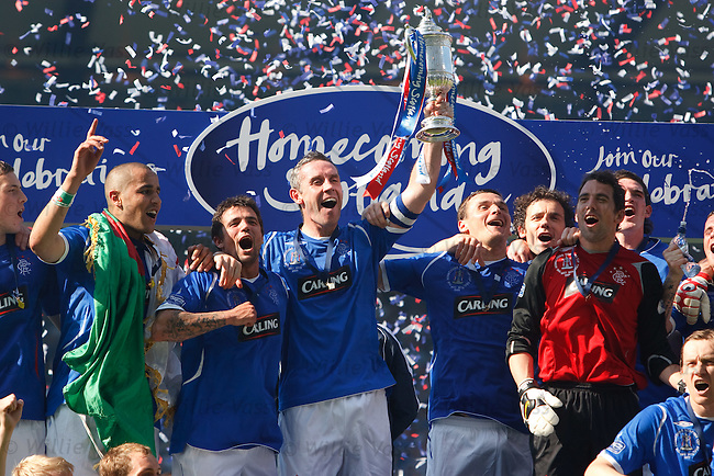 Rangers win the Scottish Cup 2009. David Weir lifts the trophy