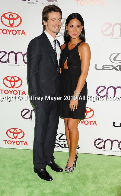 BURBANK, CA. - October 16: Jason Ritter and Olivia Munn arrive at the 20th Annual Environmental Media Awards held at Warner Bros. Studios on October 16, 2010 in Burbank, California.