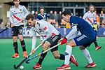 AMSTELVEEN - Nicky Leijs (Adam) met Tom van de Rijt (Pinoke) tijdens de competitie hoofdklasse hockeywedstrijd heren, Pinoke-Amsterdam (1-1)   COPYRIGHT KOEN SUYK