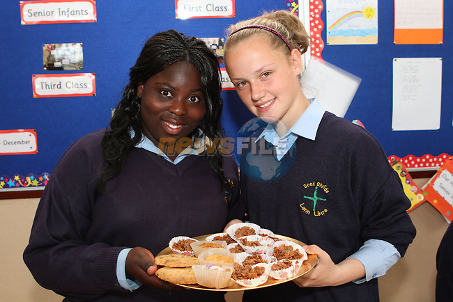 Basirat Asubior and Shauna Graves at the Cake Sale in Scoil Bhride NS, Dunleer....Photo NEWSFILE/Jenny Matthews.