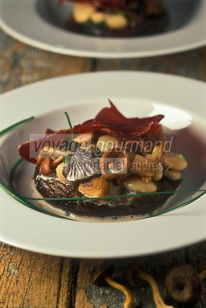 Gastronomie générale: Têts de cèpes farcies à l'ail, persil et champignons