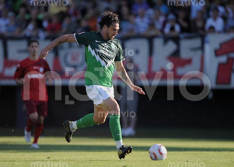 FUSSBALL     1. BUNDESLIGA     SAISON 2010/2011     TESTSPIEL   20.07.2010  SSV Reutlingen - SV Werder Bremen       Hugo Almeida (Bremen) am Ball